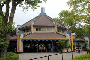 However this building, that is next to the current carousel building, was actually home to the first Merry-Go-Round in Kennywood Park in 1899.