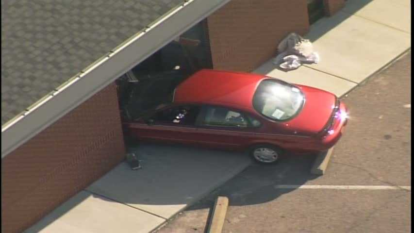 img-car into First National Bank 03