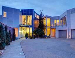 Take a tour of this multimillion dollar contemporary home located in Mt. Washington, PA, featured on realtor.com.