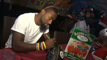 Chris Rainey signs an autograph