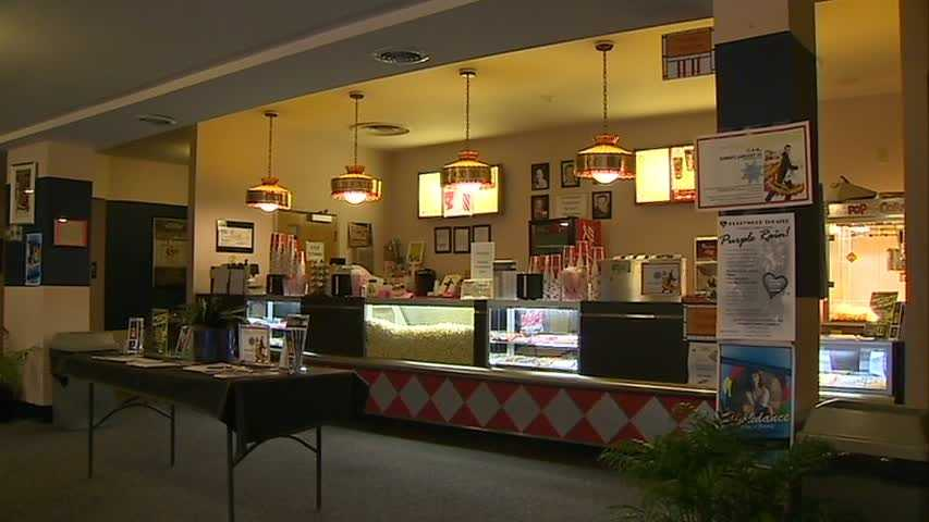 Hollywood Theater concession stand 01