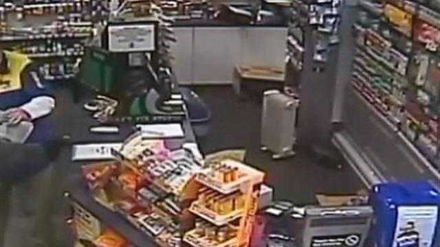 img-Sunoco clerk fights back