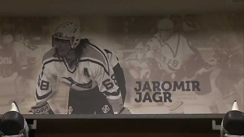 Jaromir Jagr's picture in Pens locker room