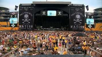 Inside Heinz Field, thousands of Kenny Chesney fans enjoyed the No Shoes Nation concert tour.