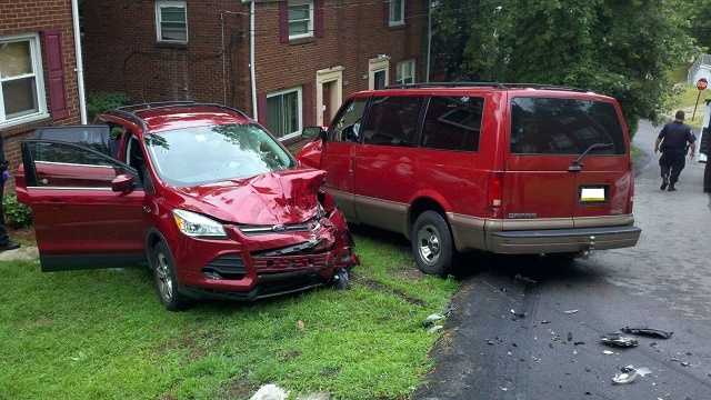Police chase ends in crash in Wilkinsburg