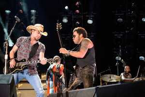"""JASON ALDEAN & LENNY KRAVITZ - The summer's hottest television music event, """"CMA Music Festival: Country's Night to Rock,"""" (Photo: ABC/Jon LeMay)"""