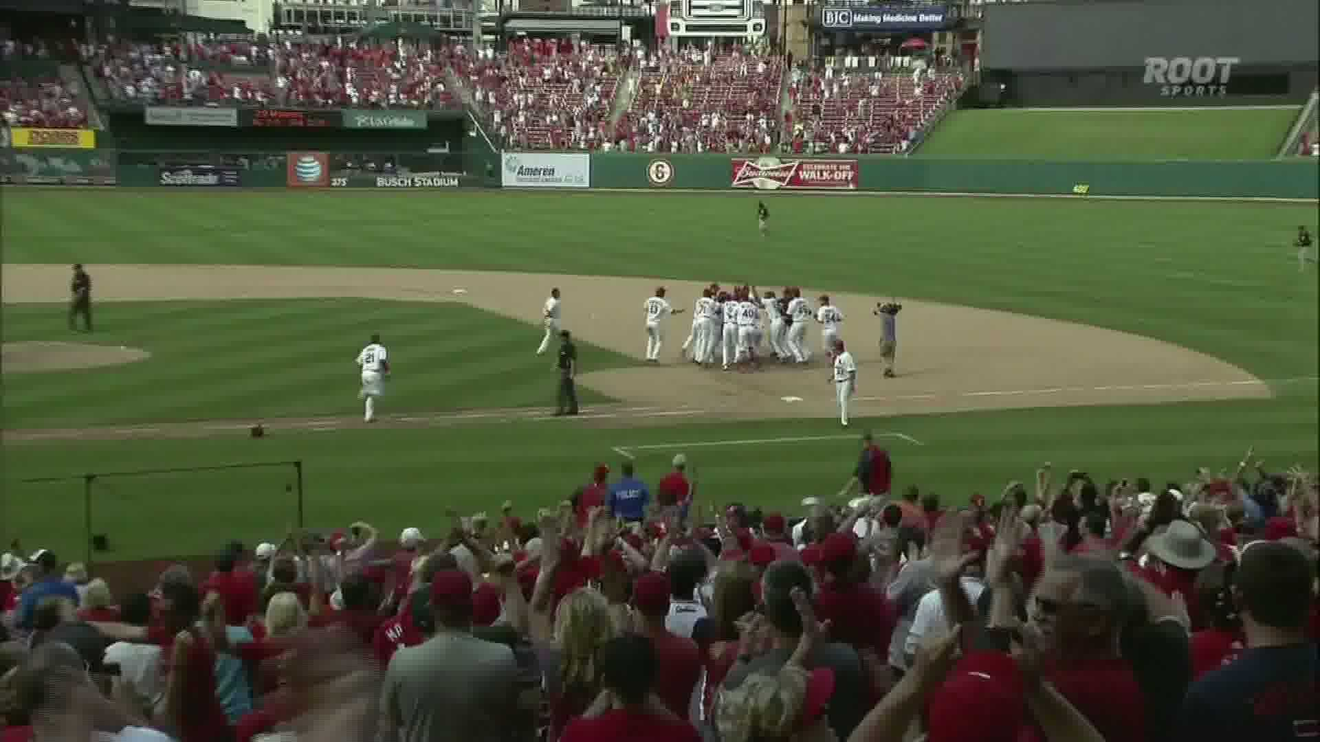 img-Cardinals beat Pirates in 12 innings
