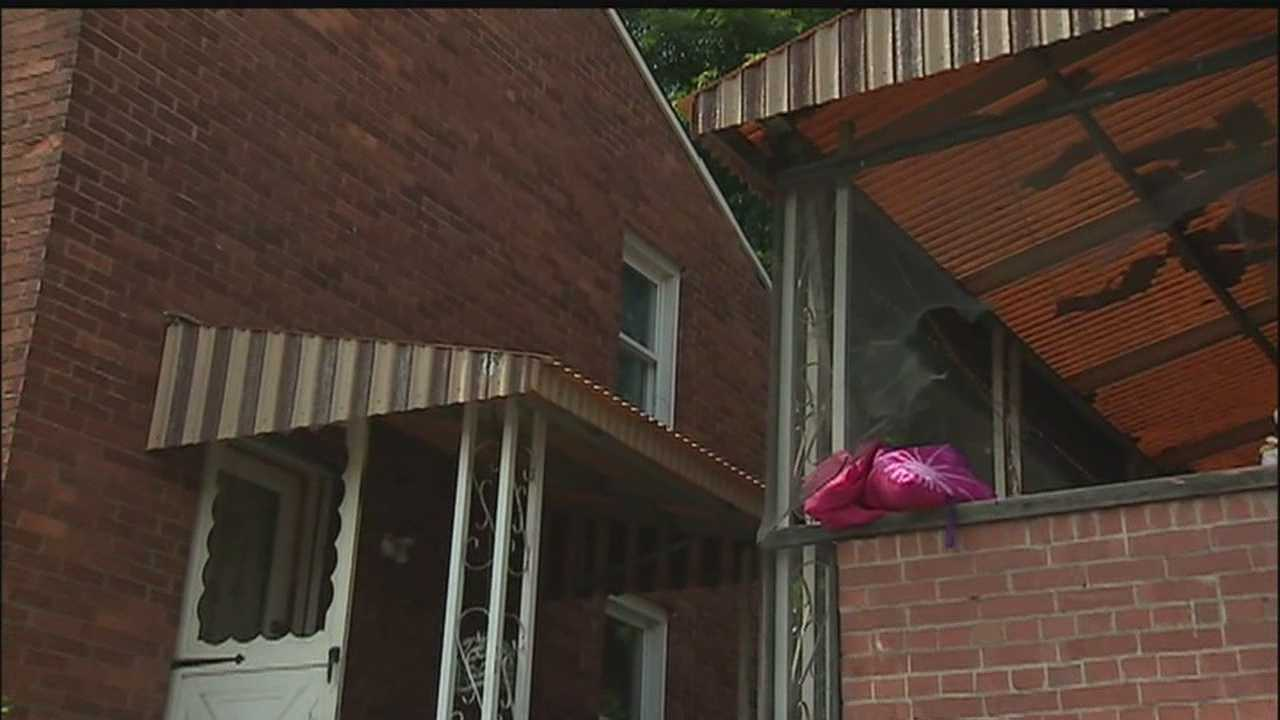 img-toddler falls from window