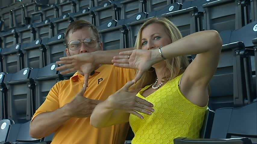 """Pittsburgh Dad and Shannon Perrine make """"Z"""" sign"""