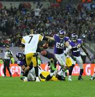 Chad Greenway wraps up Ben Roethlisberger.
