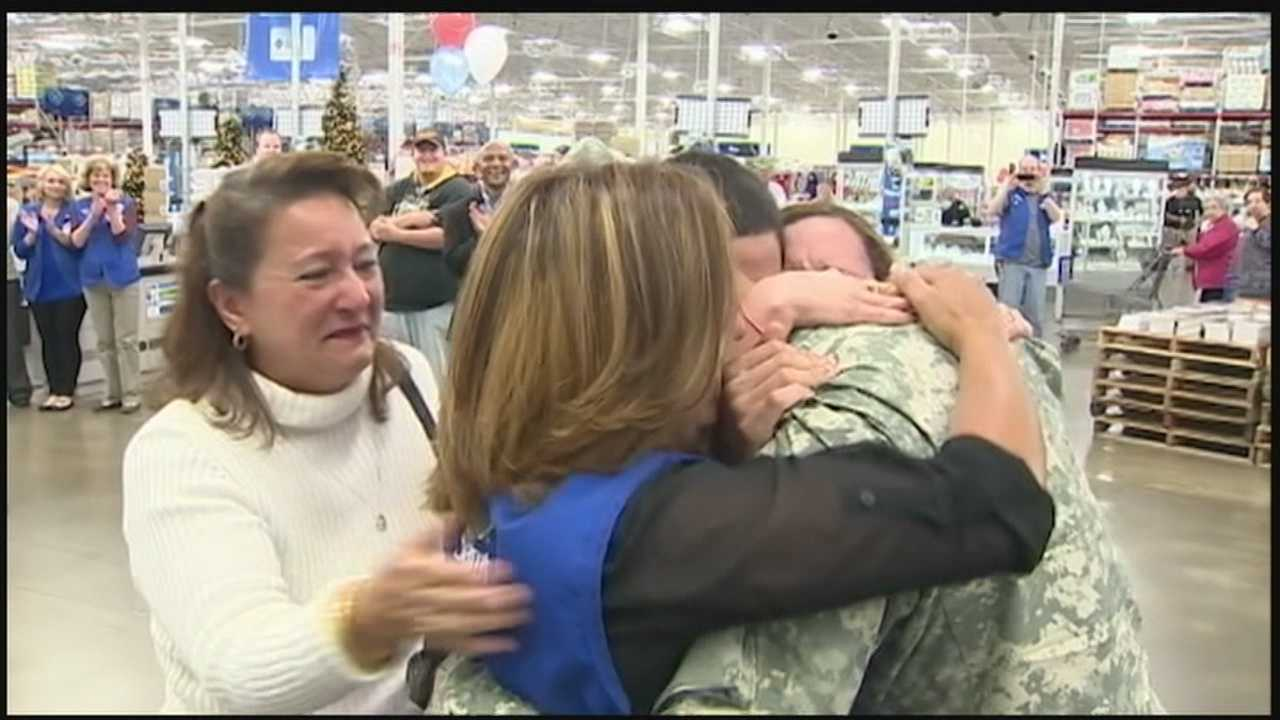 img-Soldier pulls off the ultimate surprise for his mom at work