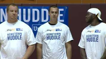 Quarterback Landry Jones (center)