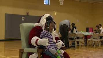 Video: Steelers linebacker throws holiday party for kids