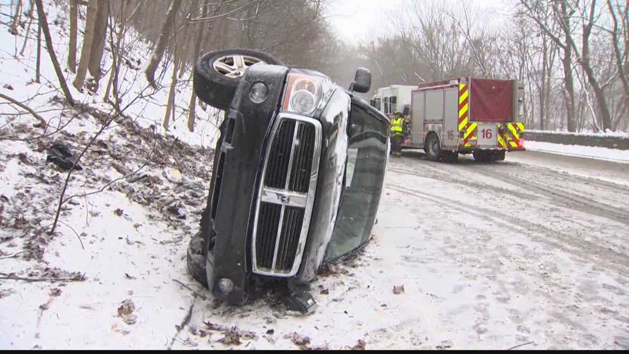 img-overturned car in snow