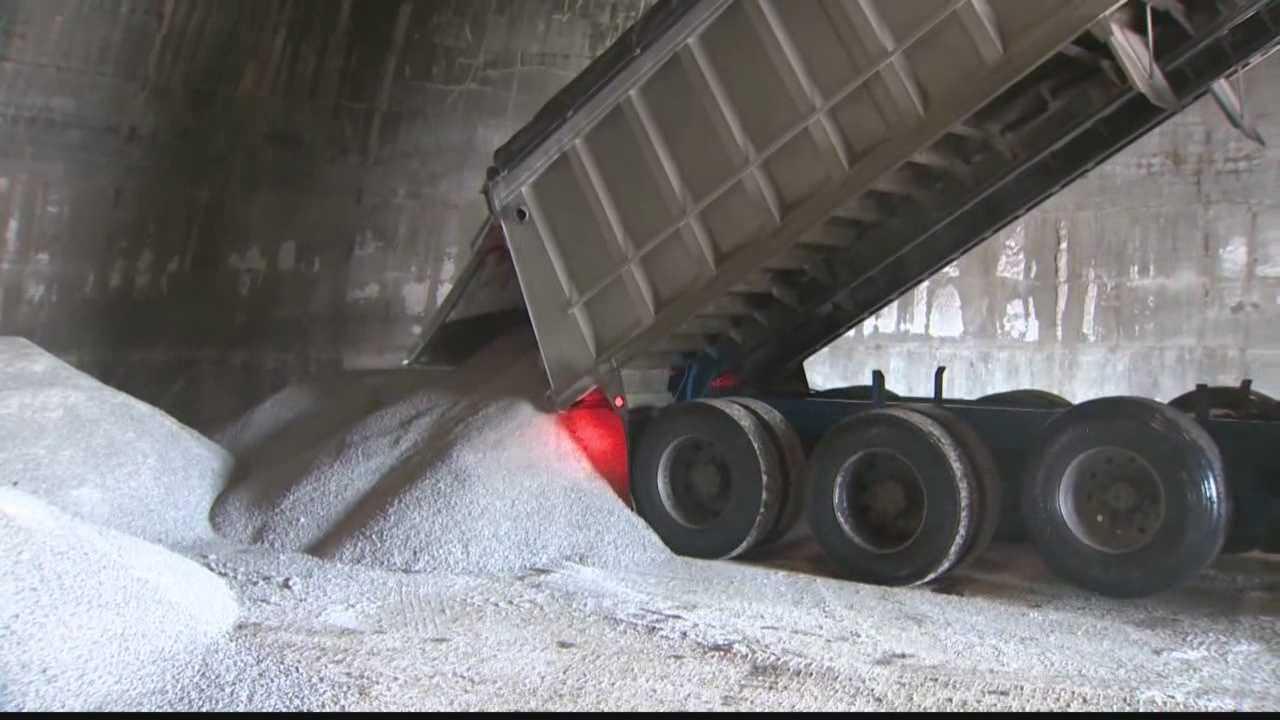 salt truck dumping truck