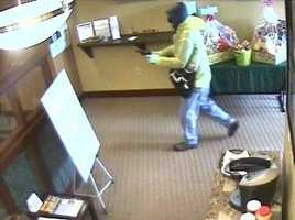 3/23/2014 robbery of First Niagara Bank, 2001 Murray Ave. (Squirrel Hill)