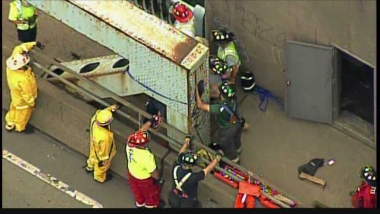 Boy rescued from Elizabeth Bridge steel beam