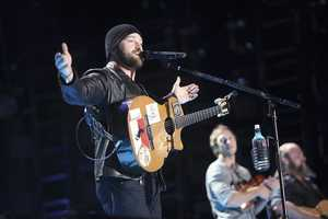 """ZAC BROWN BAND -- CMA MUSIC FESTIVAL: COUNTRY'S NIGHT TO ROCK - The ABC Television Network airs """"CMA Music Festival: Country's Night to Rock"""" on TUESDAY, AUGUST 5 (8:00-11:00 PM/ET). (ABC/Chris Hollo)"""