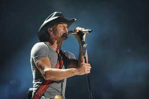 "TIM MCGRAW -- CMA MUSIC FESTIVAL: COUNTRY'S NIGHT TO ROCK - The ABC Television Network airs ""CMA Music Festival: Country's Night to Rock"" on TUESDAY, AUGUST 5 (8:00-11:00 PM/ET). (ABC/Eric Gebhart)"