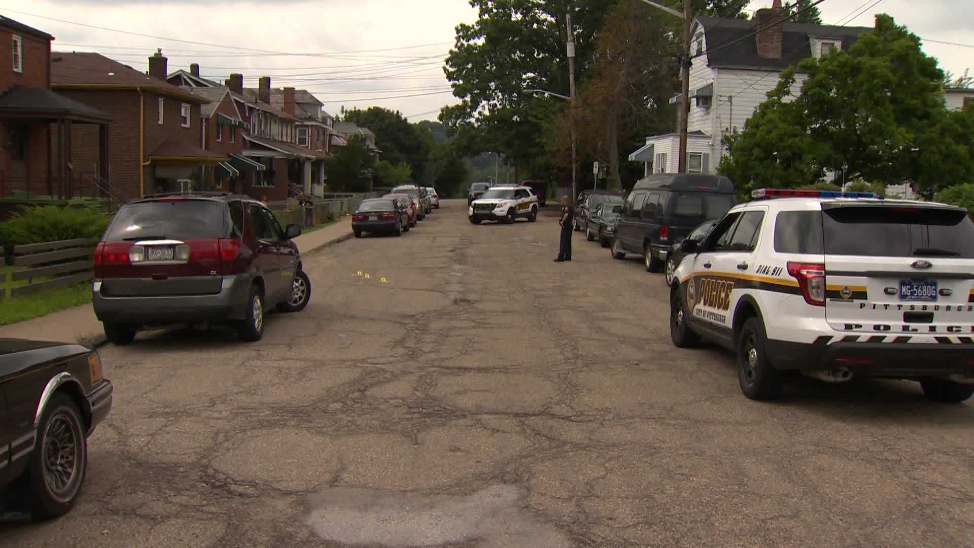 img-Gunfire erupts in Lincoln-Lemington shatters car window with children inside Read more http www wtae com ixzz3B4oeUeYA