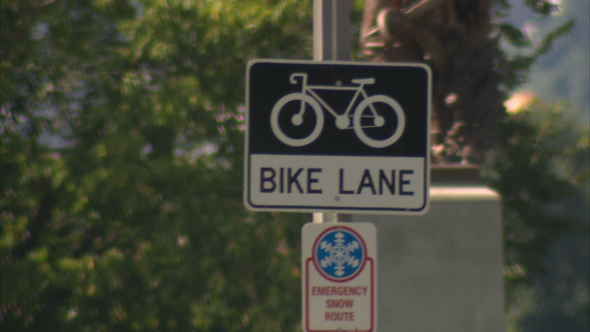 img-bike lane sign