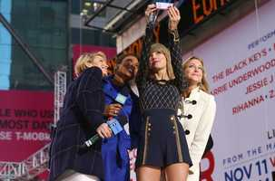 """Country Music artist Taylor Swift taking a """"selfie"""" with Good Morning America's Amy Robach, Robin Roberts, and Lara Spencer in Times Square. (ABC/Fred Lee)"""