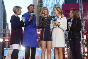 Country Music artist Taylor Swift chatting with Good Morning America's Amy Robach, Robin Roberts, Lara Spencer, and Ginger Zee (ABC/Fred Lee)