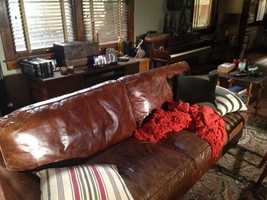 "Recognize this couch? Meet the famous TV actor with Pittsburgh ties who sits here on his ABC show based in and filmed in ""Nashville"""