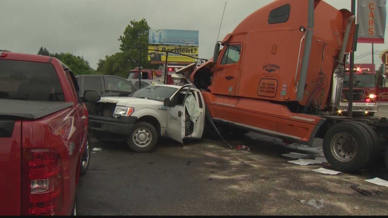 img-Tractor-trailer crash closes Route 22
