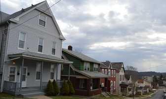 Houses on Prospect Avenue in Ingram.