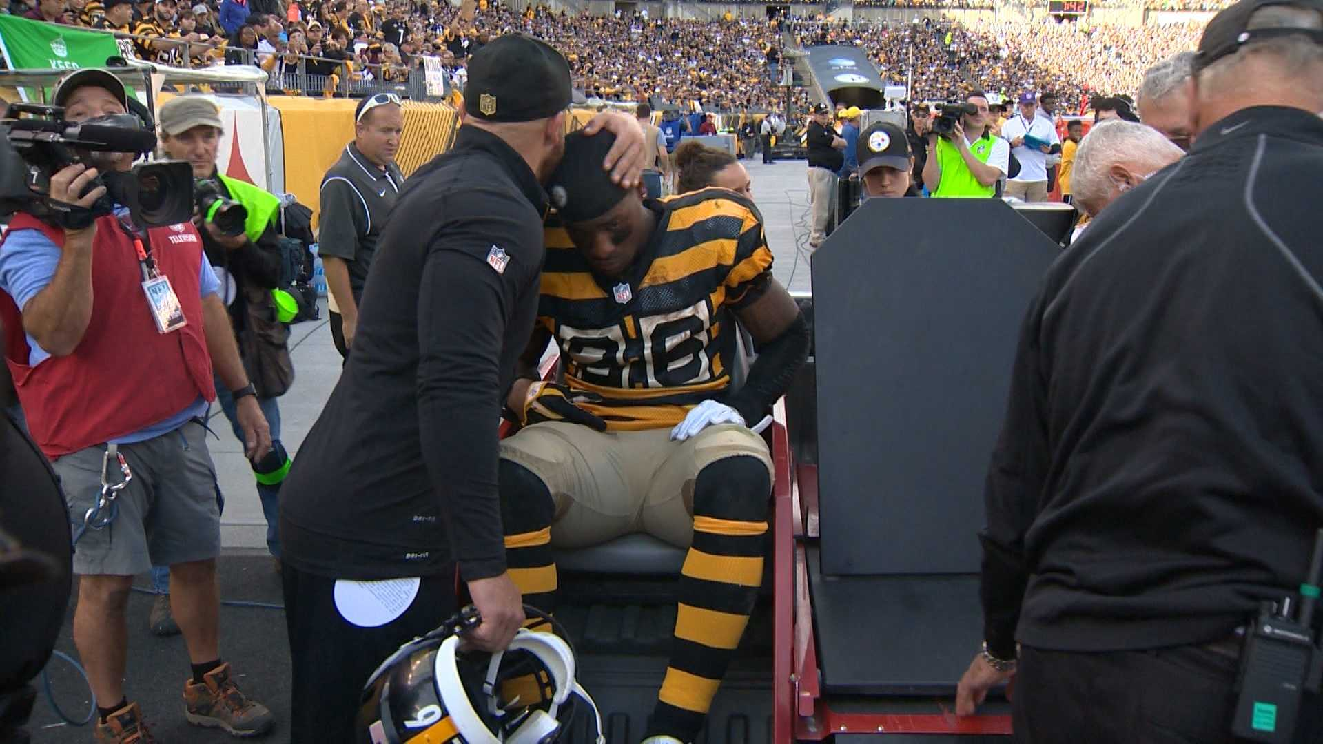 Steelers RB Le'Veon Bell carted off field with injury
