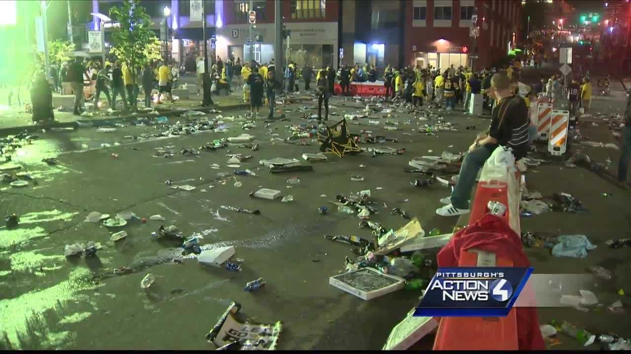 img-Street left covered with trash big screen