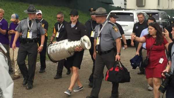 Crosby with Cup at Oakmont