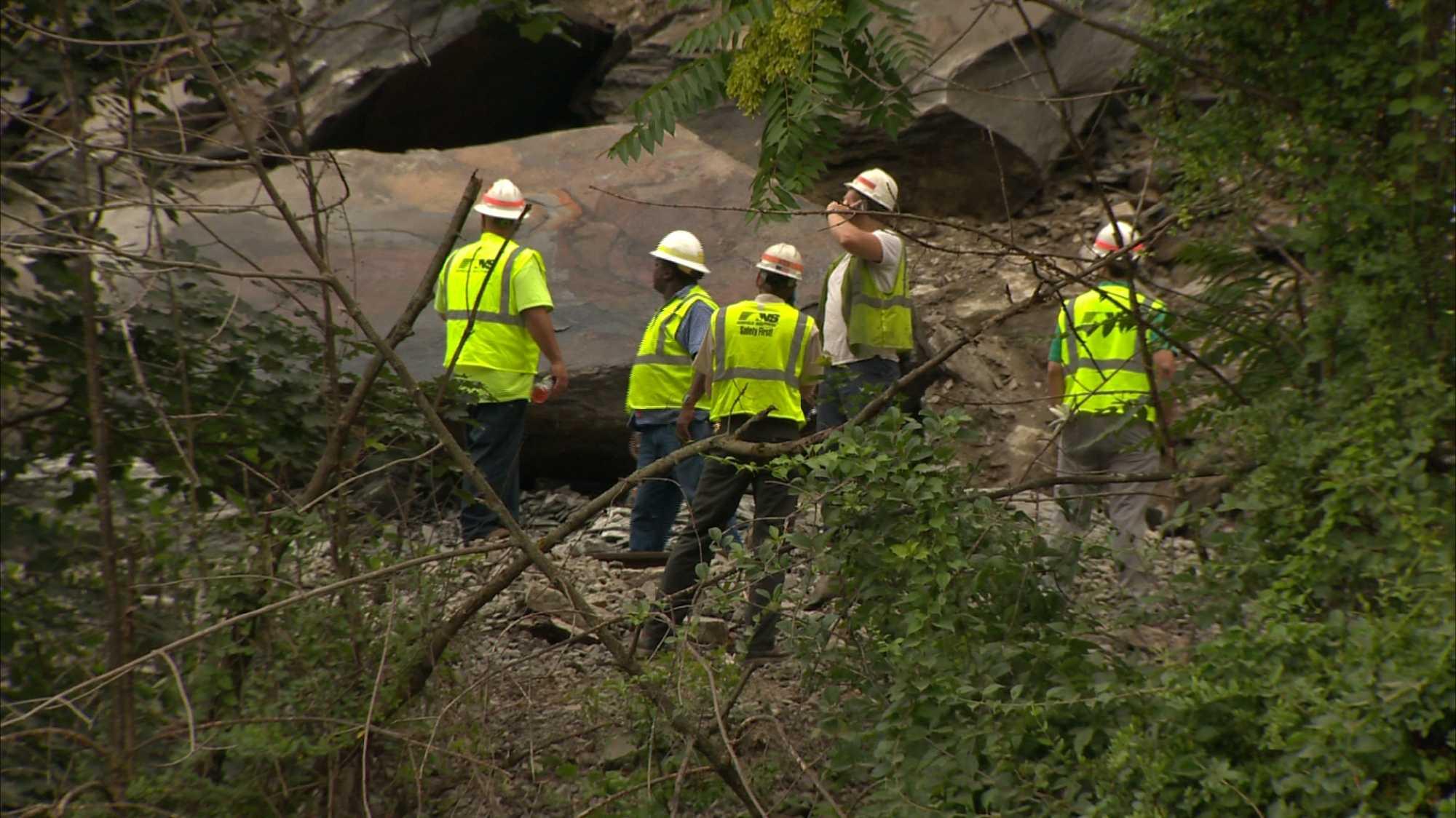 img-Landslide closes portion of West Carson Street