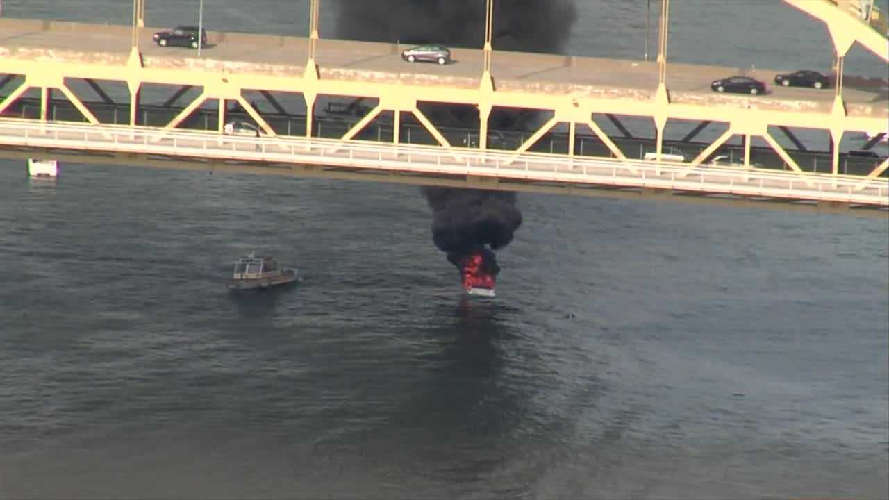 img-RAW Multiple crews extinguish flames from boat on Allegheny River