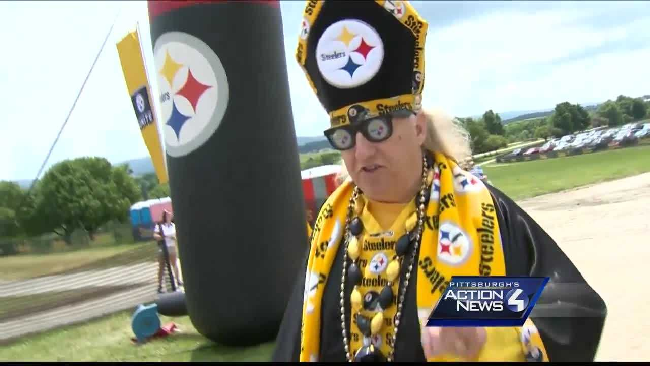 img-Diehard Steelers fans arrive hours early for opening of training camp