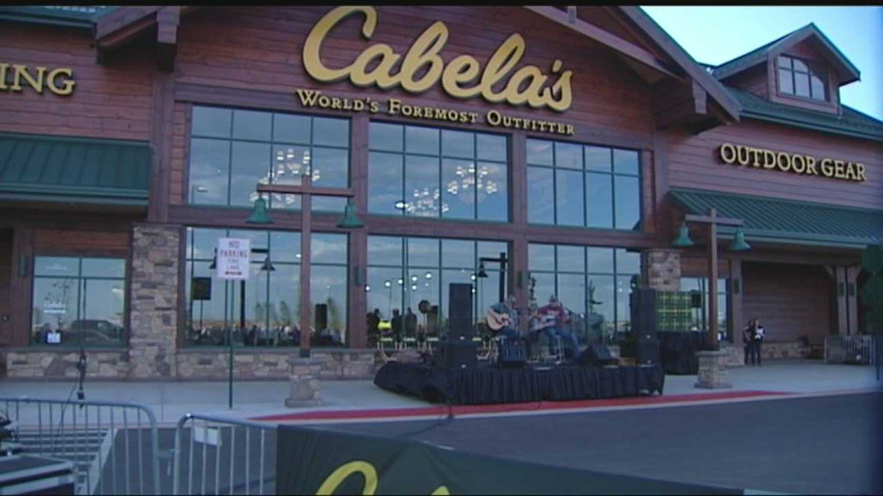 Cabela's opens in Oklahoma City to massive crowd