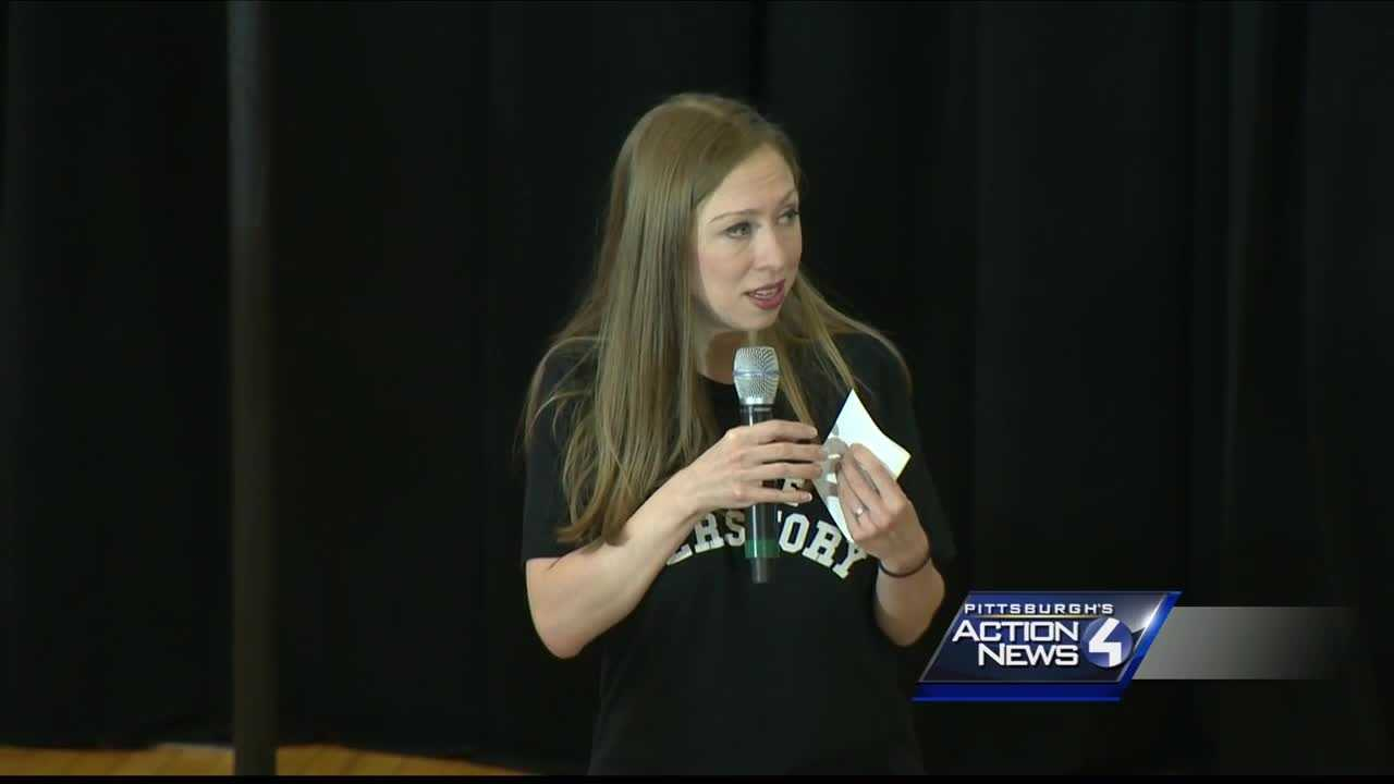 Chelsea Clinton campaigns for mom, Hillary, in Pittsburgh