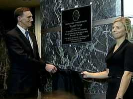 Sam Hicks' widow helped unveil a plaque in his honor at the Baltimore FBI building.