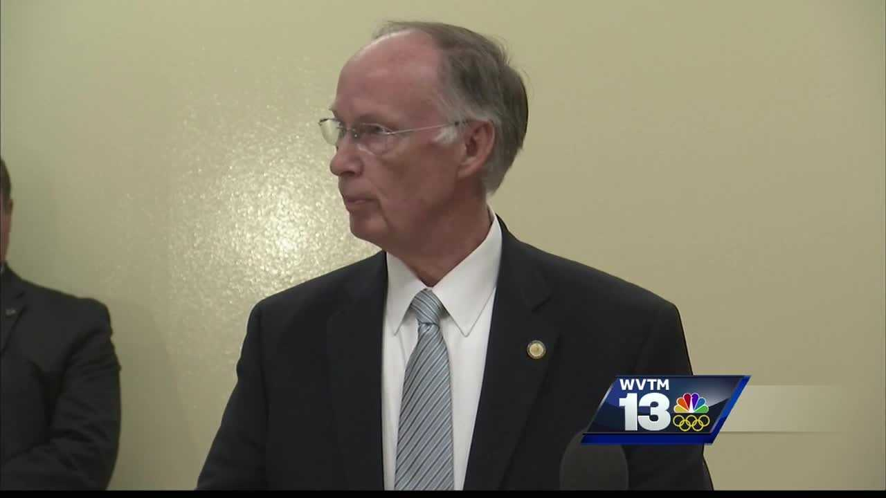 Governor says he's sorry for scandal, tours north Alabama prison