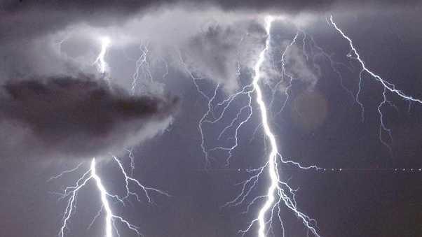 540923-KMBC-Lightning Storm Rain Thunder-.jpg