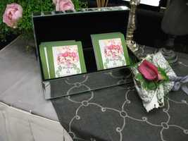 Another idea from Weddings by Hummingbird Designs is this box with cards for the guests to write a note and leave some memories for the couple.