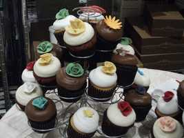 Dewey's Bakery even brought some cool cupcakes with different colors and designs for the couples guests.