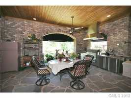 Covered Patio with outdoor Kitchen