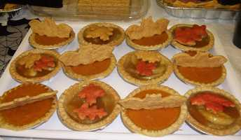 Single serving pumpkin and apple pies decorated with bats and fall leaves work well for the dessert bar at the wedding reception or just a wedding party. These can be used for Halloween but ditch the bats and use for Fall or Thanksgiving Themed Weddings. (Food by Ted Nichols, Jr.)