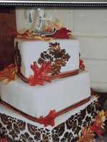 The Cake Lady also has this Fall/Thanksgiving themed wedding cake design.