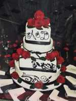 The Cake Lady had an album of photos and this black lace and red roses cake makes a nice romantic themed wedding cake.