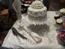 Kathy's Kreations Bakery & Confectionary Gift Shop can help you choose the best cake to cut to celebrate your wedding day. Email: murphy@skybest.com.