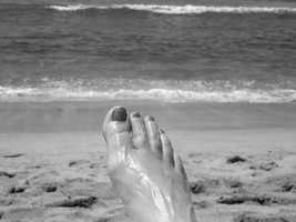 This nice black-and-white pic could be used for a Hawaii getaway commercial!