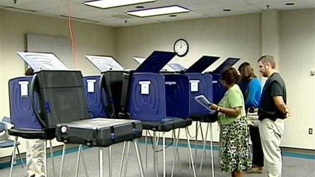 College students vote absentee before election
